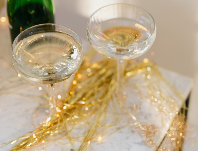 How to throw a NYE cocktail party