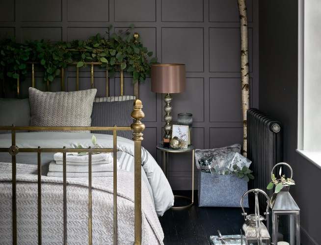 Updating your guest room for Christmas